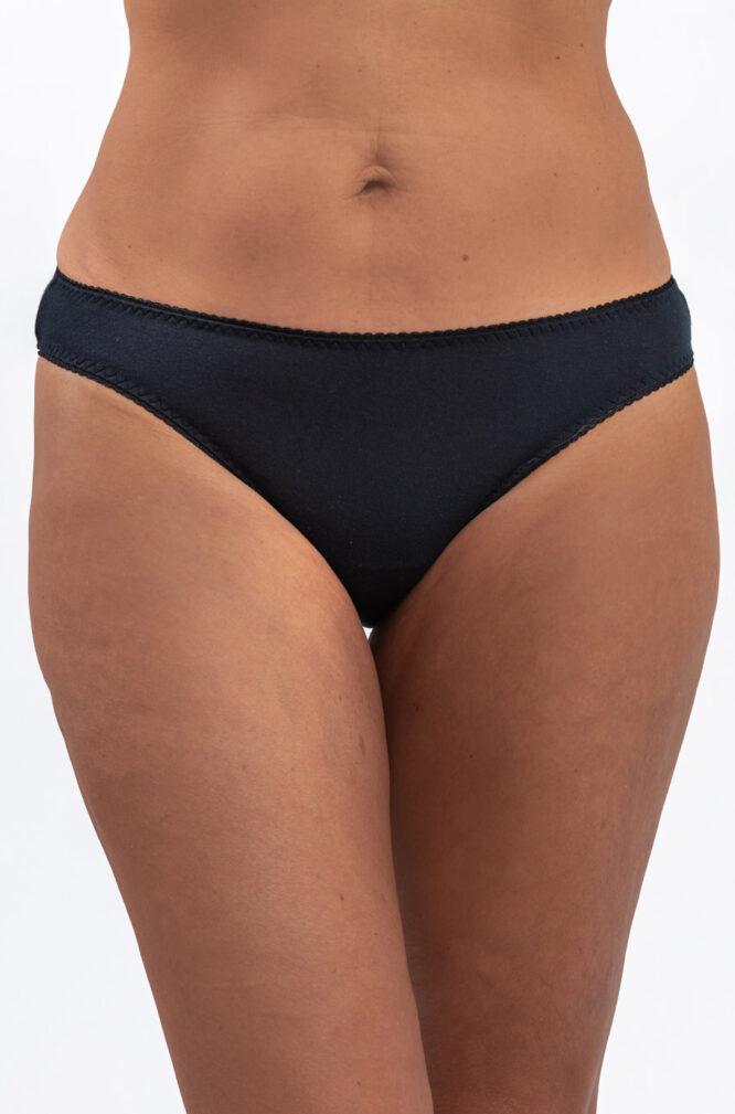 A women wearing Black Color leak-proof panty