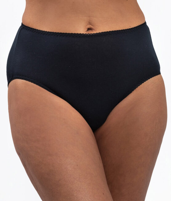 Protect Vaginal Discharge with Leak-Proof Maternity Underwear