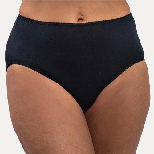 A women wearing Black Color lace design leak-proof panty